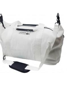 מזוודה ממותגת לקוסט נוחה לחדר כושר או אפילו טיול סופש.